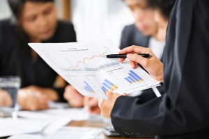 سرمایهگذاران کوچک در مقابل قولهای بازار بورس